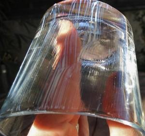 3°- J'ai aussi enduit de vernis colle le verre