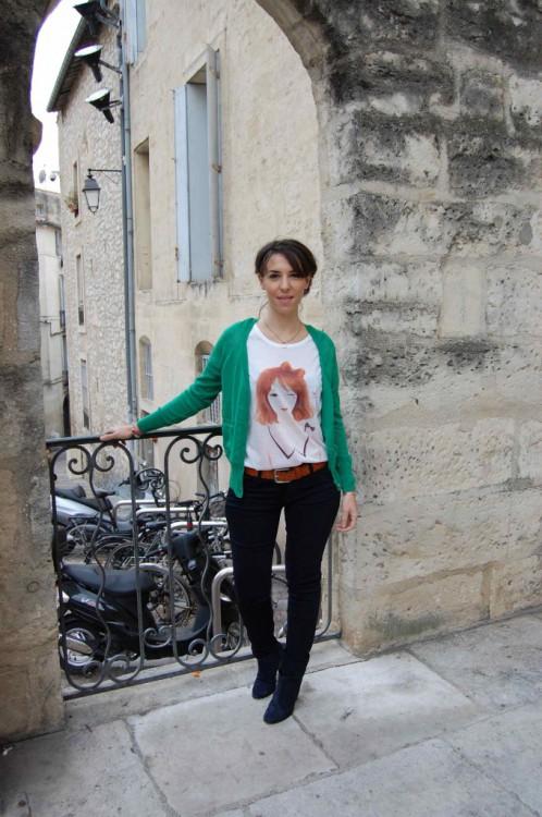 Slim bleu marine 45€ Tee-shirt 18€ 10,80€ Gilet 40€ 24€ Ceinture en cuir 45€ Pochette en cuir 45€