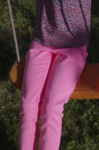 Pantalon rose (existe en plusieurs coloris, uni ou imprimé ) 9€ 99
