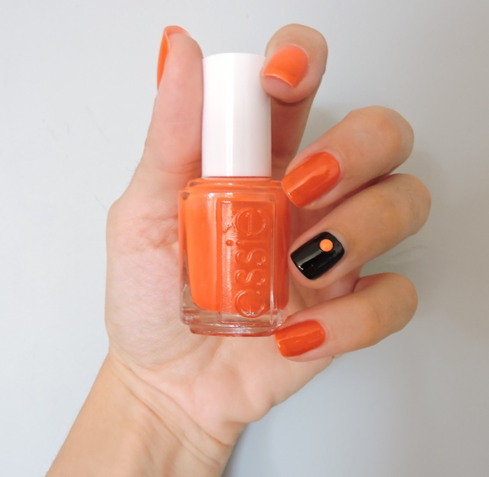 nail art orange et noir