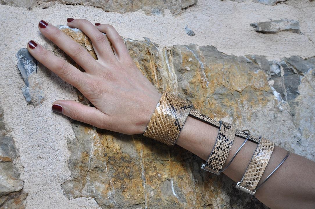 bracelet-triple- python-beige-maud-roca-creatrice-fait-