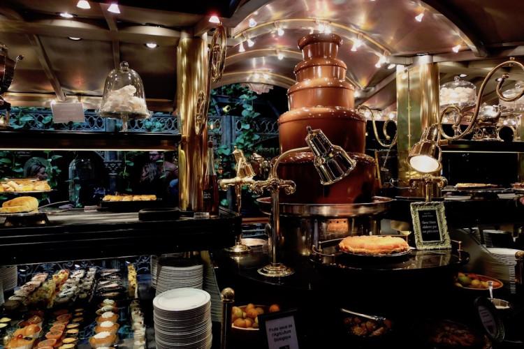 La fontaine à chocolat Les Grands Buffets de Narbonne