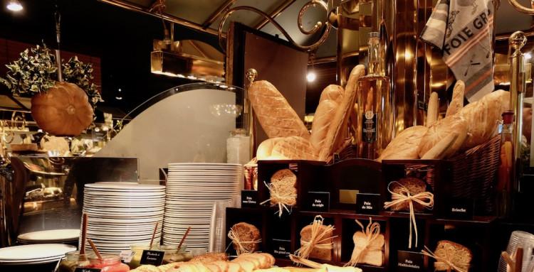 pain, buffet à volonté restaurant Les Grands Buffets à Narbonne
