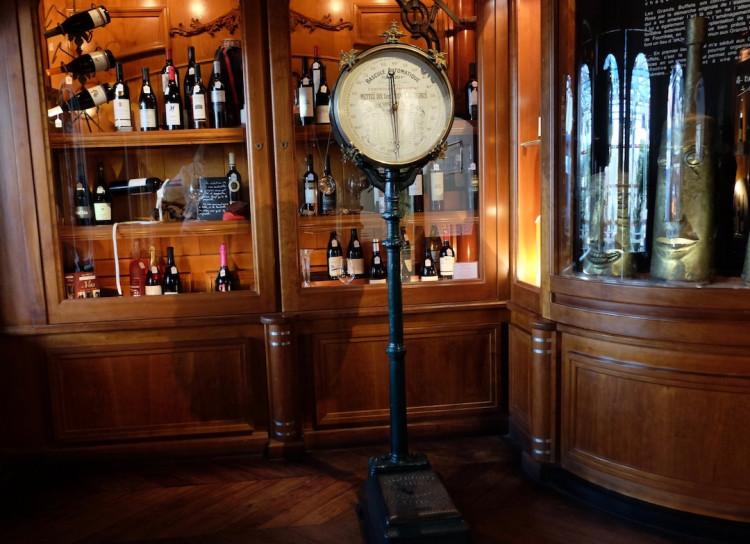 La balance vintage des Grands Buffets restaurant à Narbonne