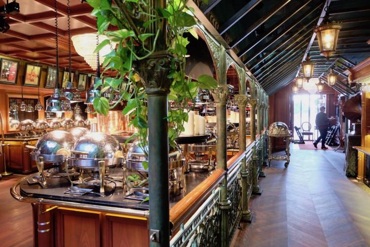 l'entrée du restaurant Les Grands Buffets à Narbonne