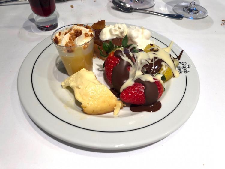 assiette de dessert restaurant Les Grands Buffets