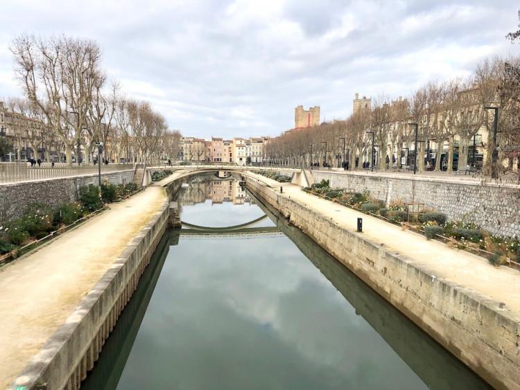 Ville de Narbonne prise de vue du pont