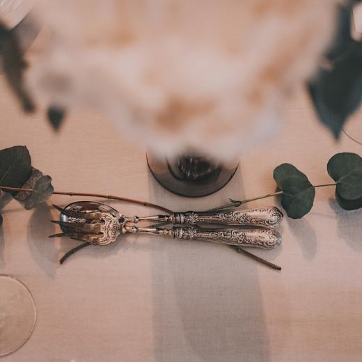 couverts en argent belle table et pivoines