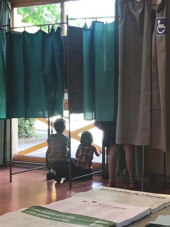 Mise en place d'un bureau de vote pour une election