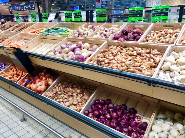 Rayon bio Carrefour Lattes, étal de légumes