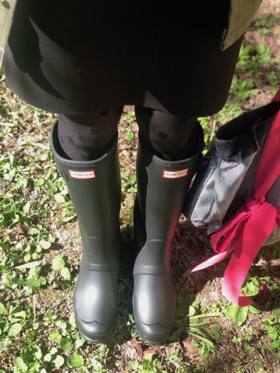 look femme avec des bottes de pluie Hunters noires