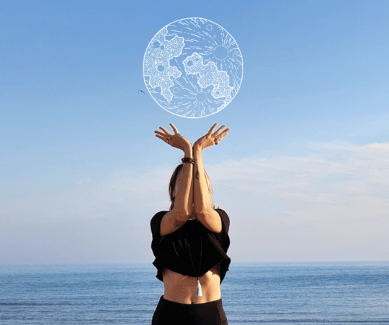 Om, my soul en posture de yoga