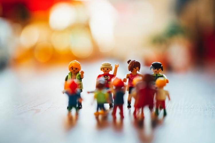 personnages Playmobil représentants le confinement
