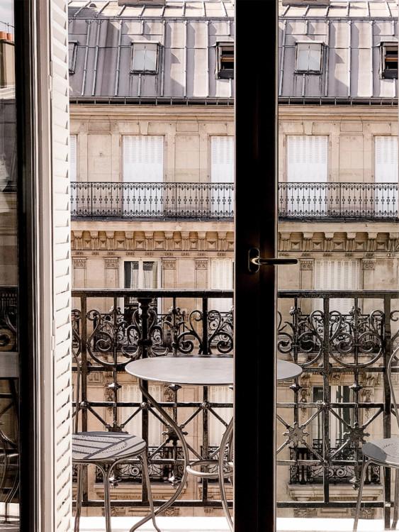 Fenêtre ouverte sur les toits gris, immeuble Haussmanien